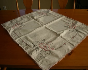 Vintage 1950's  Embroidered Table Topper
