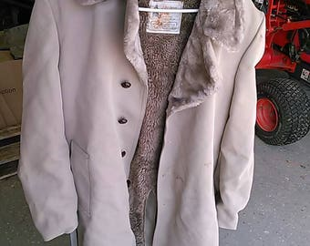 Vintage 1980's Men's London Fog Trench Coat. Size 40R. Made in U.S.A. Lined.