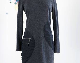 1990s Dress - Knit Shift Dress - Funky Contemporary Chic - Long Sleeve - Large Pocket With Two Zippers - Grey Black - Winter Fall - Size S/M