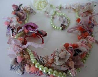 romantic necklace made of Silk Wool and pearls