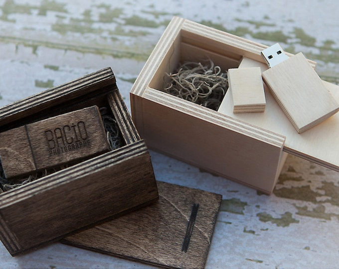 16gb USB 3.0 with matching wood USB box - (spanish moss included)