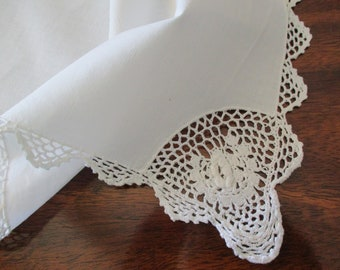 vintage white cotton placemat - crocheted lace