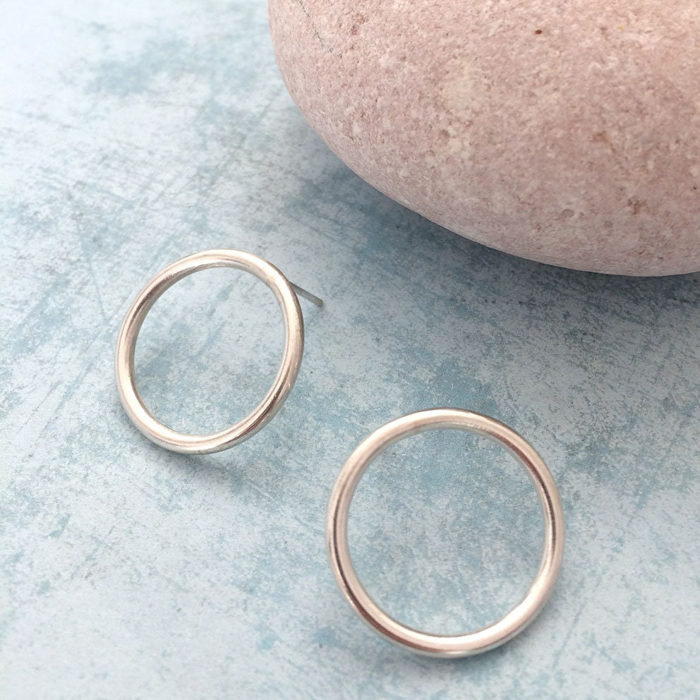 stud open circle hammered pin earrings small