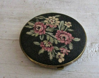 Vintage Tapestry Compact, Mirror Compact, Petit Point Compact, Needlepoint Compact, Compact Collectible, Purse Mirror