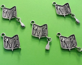 LOT 5 METALS CHARMS Silver: Toolbox 14mm