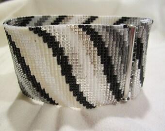 Friendship bracelet THE WAVE (vilnis) size MEDIUM 7 3/8 inches