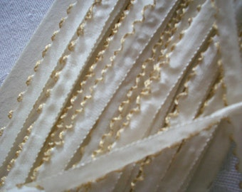 "1/4"" lettuce edge with gold metal in ivory for ribbonwork and dolls"