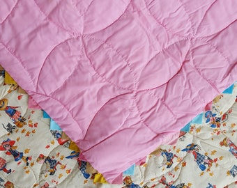 Sweet Hollie Hobbie Hand Quilted Wedding Ring Design Half Square Triangle Multicolor Border Quilt Fall Leaves Blues and Pinks