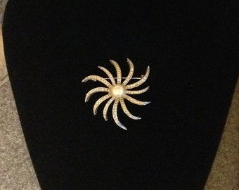 ON SALE! Rhinestone and Pearl Brooch Costume Jewelry Vintage Brooch Vintage Pin