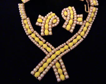 Vintage TRIFARI Yellow Cabochon and Pearl Cravat Necklace & Earrings Set