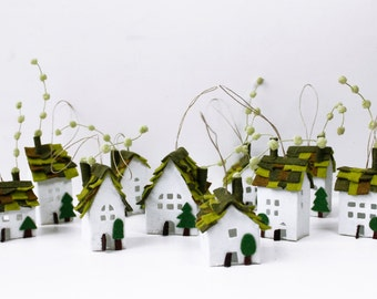 Felt ornaments, Home Decorations, Miniature of ten houses of green roofs, Welcome Home, Christmas ornamentss