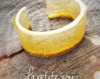 Resin Cuff Bracelet * so chic in gold *.