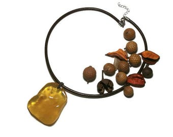 pale yellow amber pendant necklace