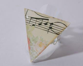 Ring triangle pattern sheet music, flowers