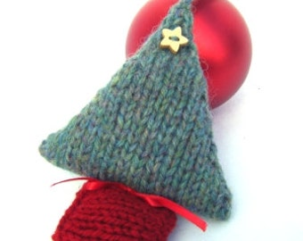 Christmas Tree Knitting Kit, Christmas Decoration, knitting kit, knitting pattern, knitted Christmas tree, Christmas gift