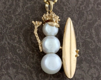 Surfing Pearl Snowman Necklace