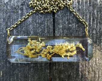 Necklace with meadowsweet in bioresin