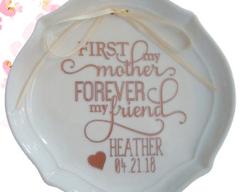 Personalized Mother's Ring Dish, Mother of the Bride Gift, Mother's Day Gift, Gift for Mom, Gift for Her, Choice of Gold or Rose Gold Paint