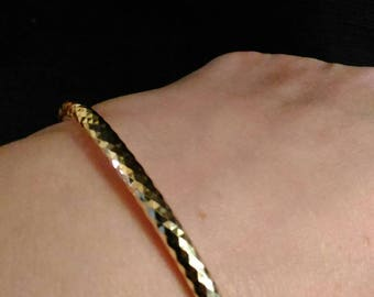 Hammered gold plated the discreet Bangle Bracelet