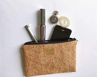 Cork Handtaschenorganizer with silver effects.