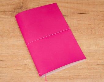 Cuaderno de cuero hecho a mano, estilo Midori Traveler's Notebook tamaño Regular/Wide - Fucsia