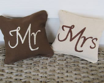 Personalized Wedding Cornhole Game Bags - Mr & Mrs Bags - Set of 8 Shown in Brown and Ivory - Great Gift!!