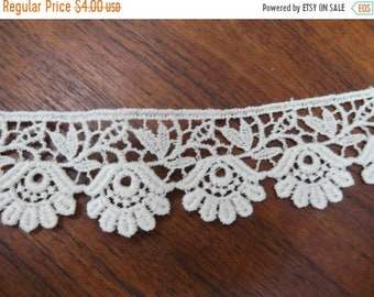 ON SALE Vintage 1960's Lace Trim