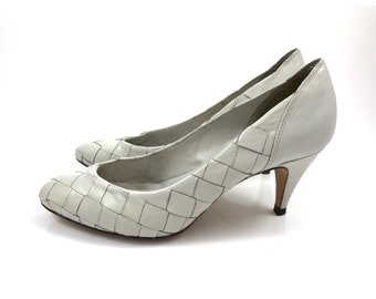 1970s GLORIA VANDERBILT woven leather light gray pumps