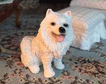 Miniature Samoyed Figurine, Miniature White Sitting Dog, Dollhouse Miniature, 1:12 Scale, Dollhouse Pet, Shelf Sitter, Topper