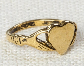 Heart in Hands Vintage Ring Gold US Womens Sizes 7D
