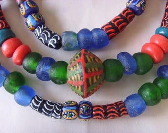 89 various beads of glass from Ghana - mixgb15