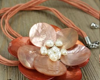 Vintage Flower Bead/ Shell Necklace