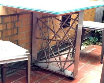 Rhapsody Table