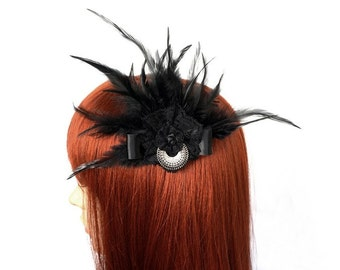 Black headpiece with feathers