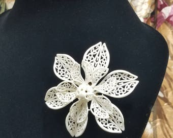 Simply Beautiful!  Molded Plastic Floral Brooch