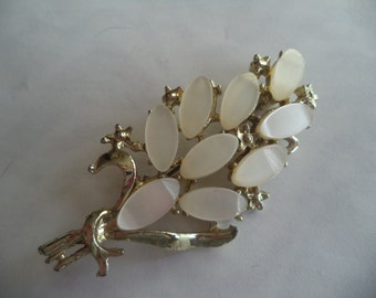 Fabulous Unsigned Vintage Silvertone/White Thermoset Leaf Brooch/Pin