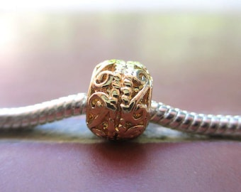 Charms / European round metal bead in gilded gold