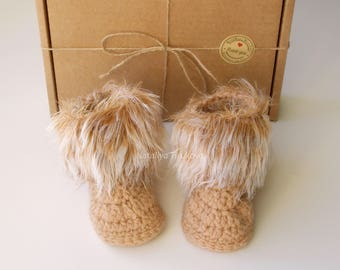 Crochet Faux fur baby booties/Gender Neutral booties/baby girl shoes/Gold baby boots /Baby Uggs/Infant shoes/Baby Photo props/Baby gift