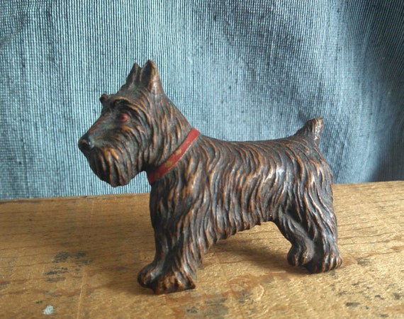 Super cute vintage molded resin plastic Scottie dog brooch, 1940s