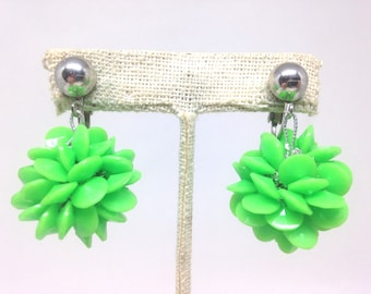 Vintage Estate 60s Lime Green Bead Flower Dangle Clip Earrings