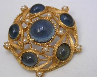 Vintage pin Brooch - Sapphire Blue glass - Costume jewelry