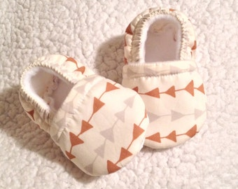 Baby booties brown & Gray arrow prints (prints may vary), Baby shoes, Crib shoes, Baby shower gift