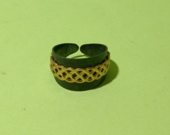 Adjustable Black and Gold Weaver's Ring