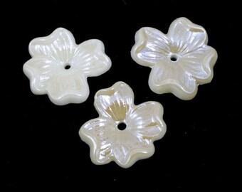 18mm Cream Dogwood Blossom Cabochon #XS46-H