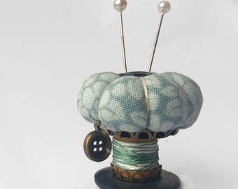 "Pincushion Ornament, Sewing Accessory ""Mint Flowers"""