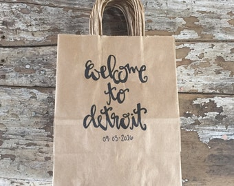 Welcome To Our Wedding with Date Rustic Wedding Guest Hotel Favor Kraft Paper Bag With Handle and Welcome Handwritten Calligraphy Set of 25
