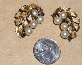 Vintage Signed Jomaz Faux Pearl Earrings With Black Diamond Rhinestones Clip On Early 1950's Jewelry B5