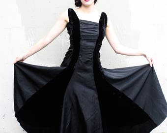 Vintage 1940s Dress // 30s 40s Black Silk Velvet and Taffeta Formal Evening Gown // Ruched Bodice // Femme Fatale