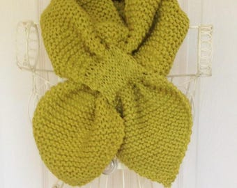 Ascot Scarf, Knitted Ascot scarf, Hand Knitted Scarf, Hand Knit Scarflette, 1940s Style Scarf, Keyhole Scarf, Green Neckwarmer