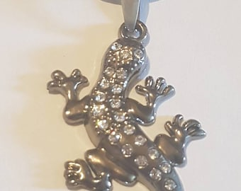 Lizard pendant necklace. Gecko pendant